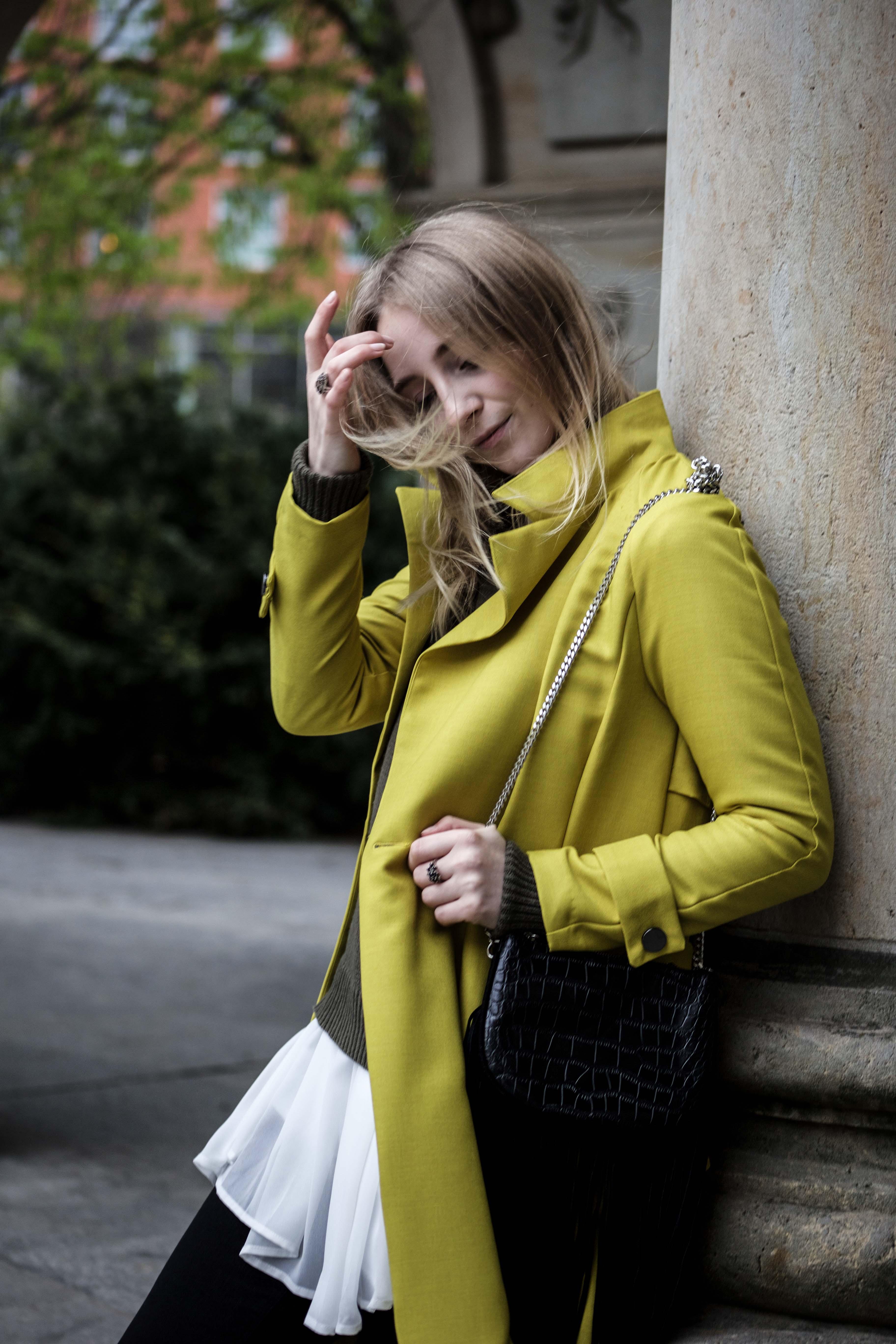 gelber-trenchcoat-frühling-outfit-sommer-fashionblog-modeblog_6369