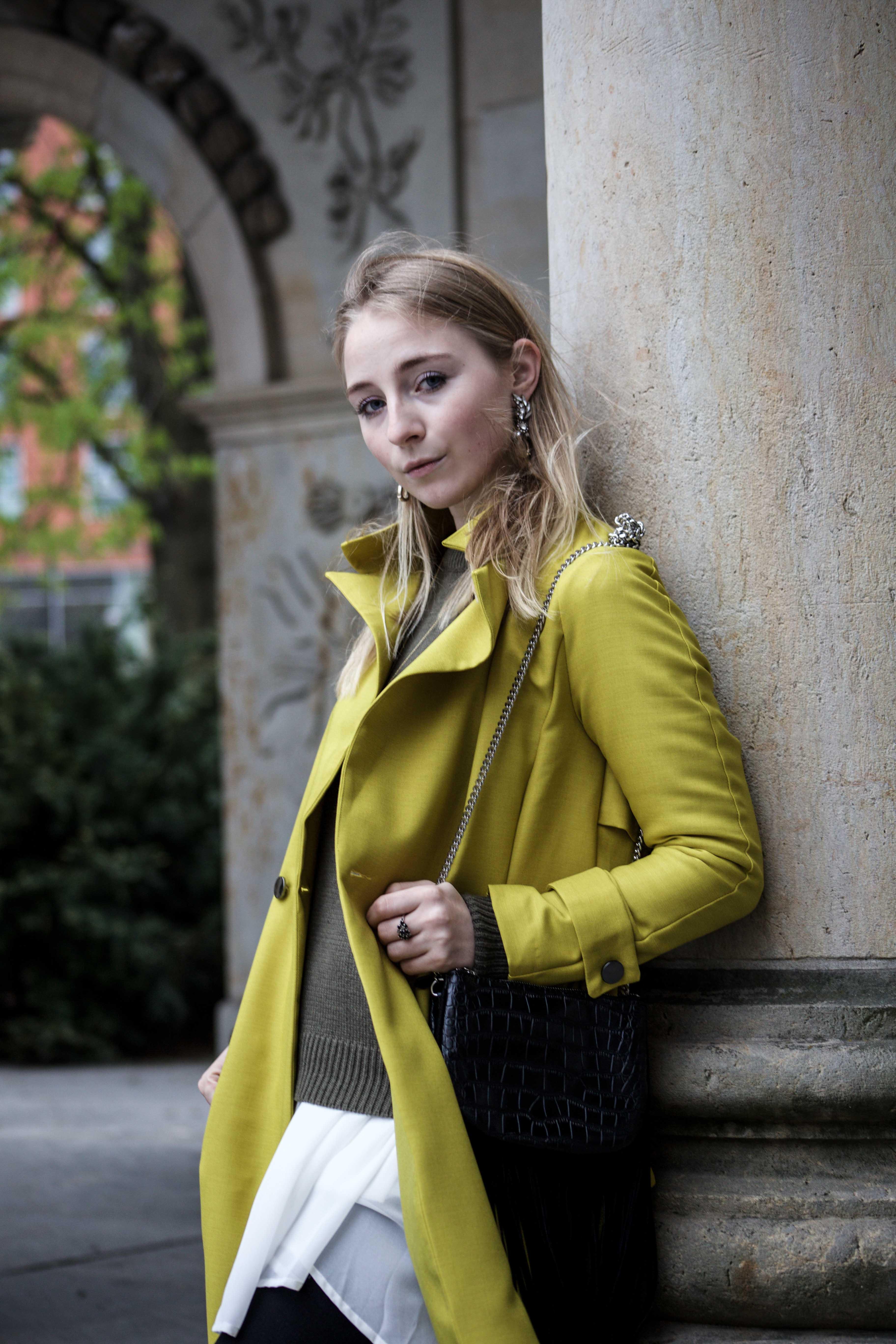 gelber-trenchcoat-frühling-outfit-sommer-fashionblog-modeblog_6410