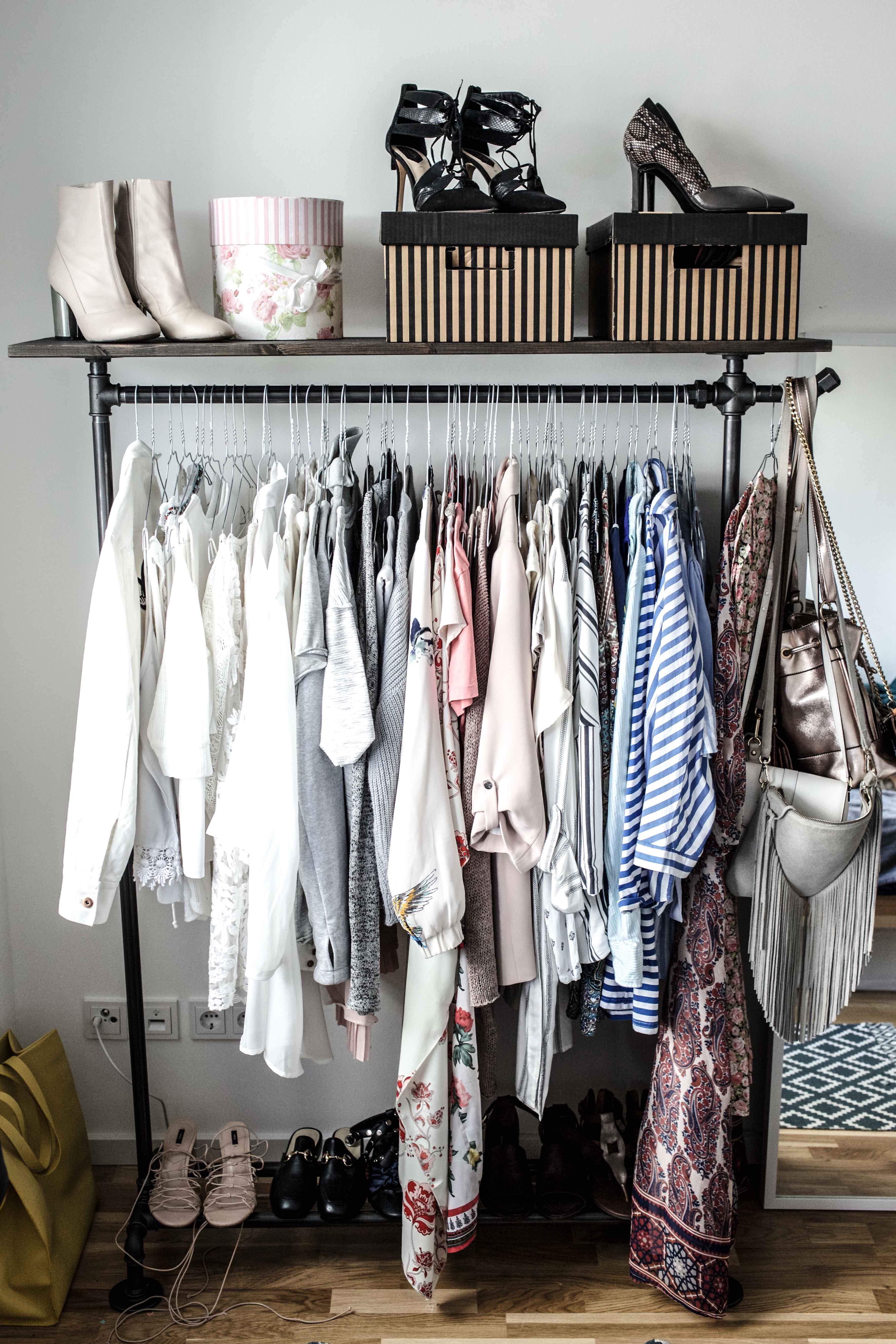 Erste Einblicke in mein offenes Kleiderschranksystem   Interior