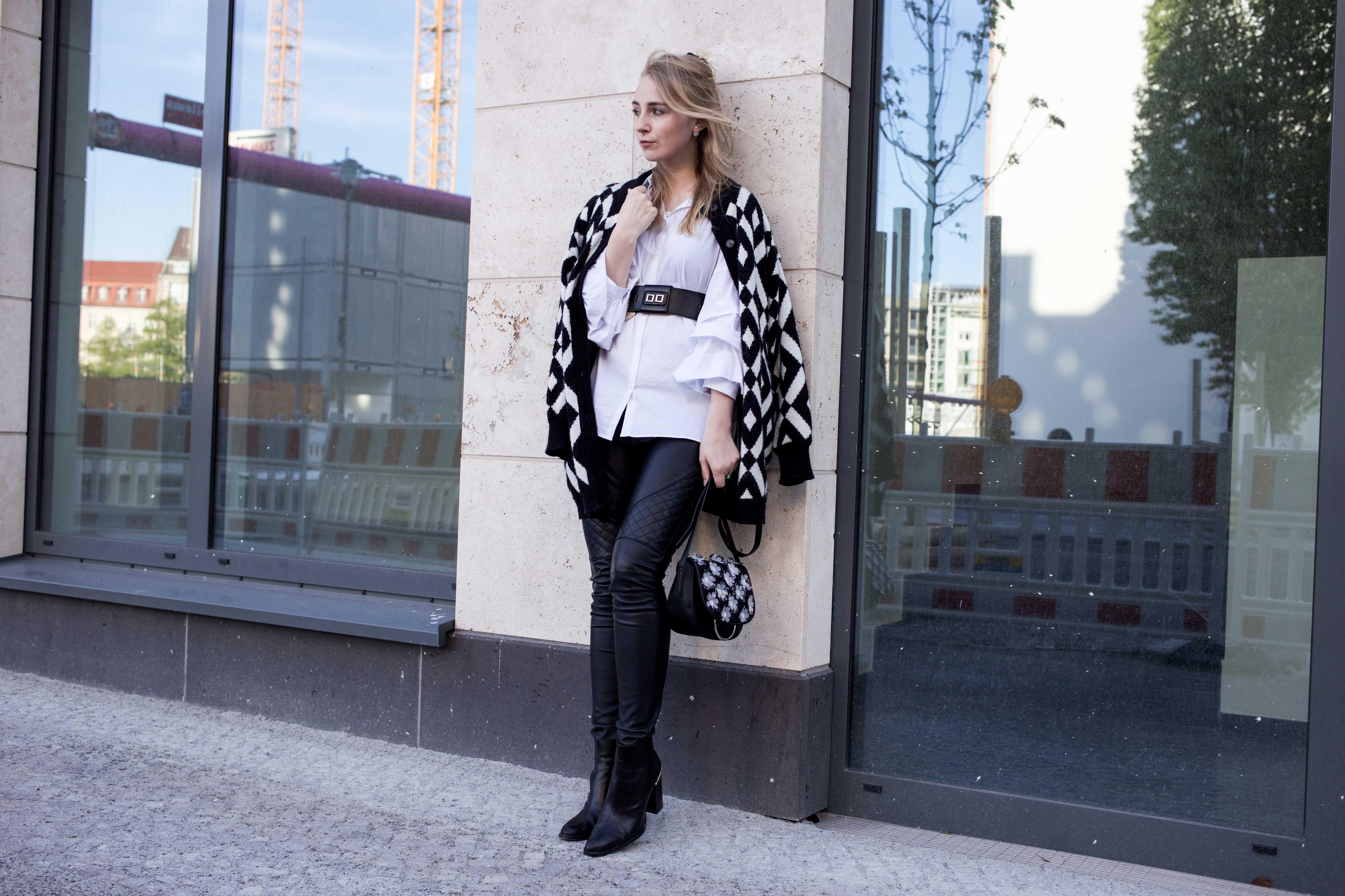 trendreport-weiße-bluse-trompetenärmel-fashionblog-ootd-modeblog-berlin_8791