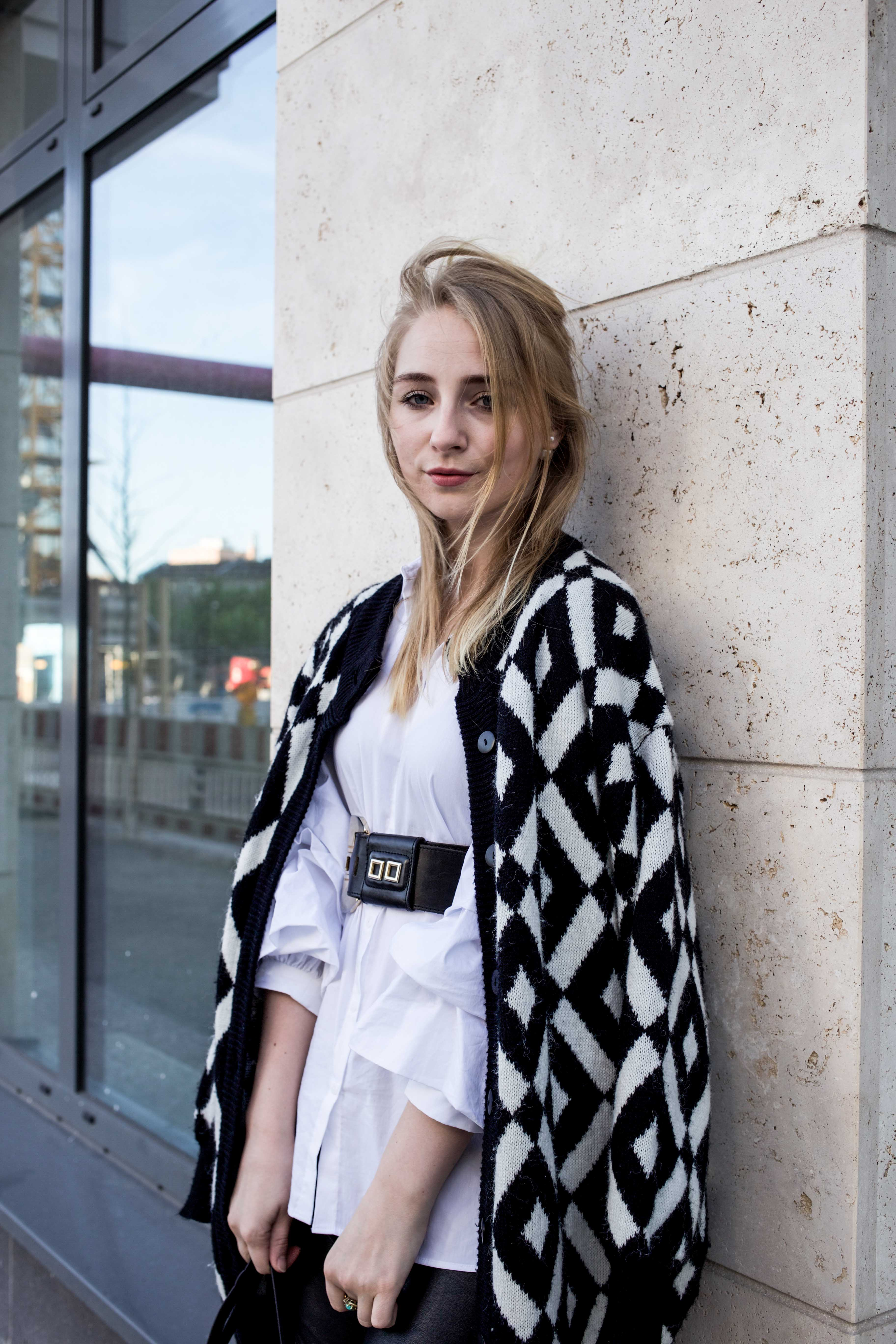 trendreport-weiße-bluse-trompetenärmel-fashionblog-ootd-modeblog-berlin_8825