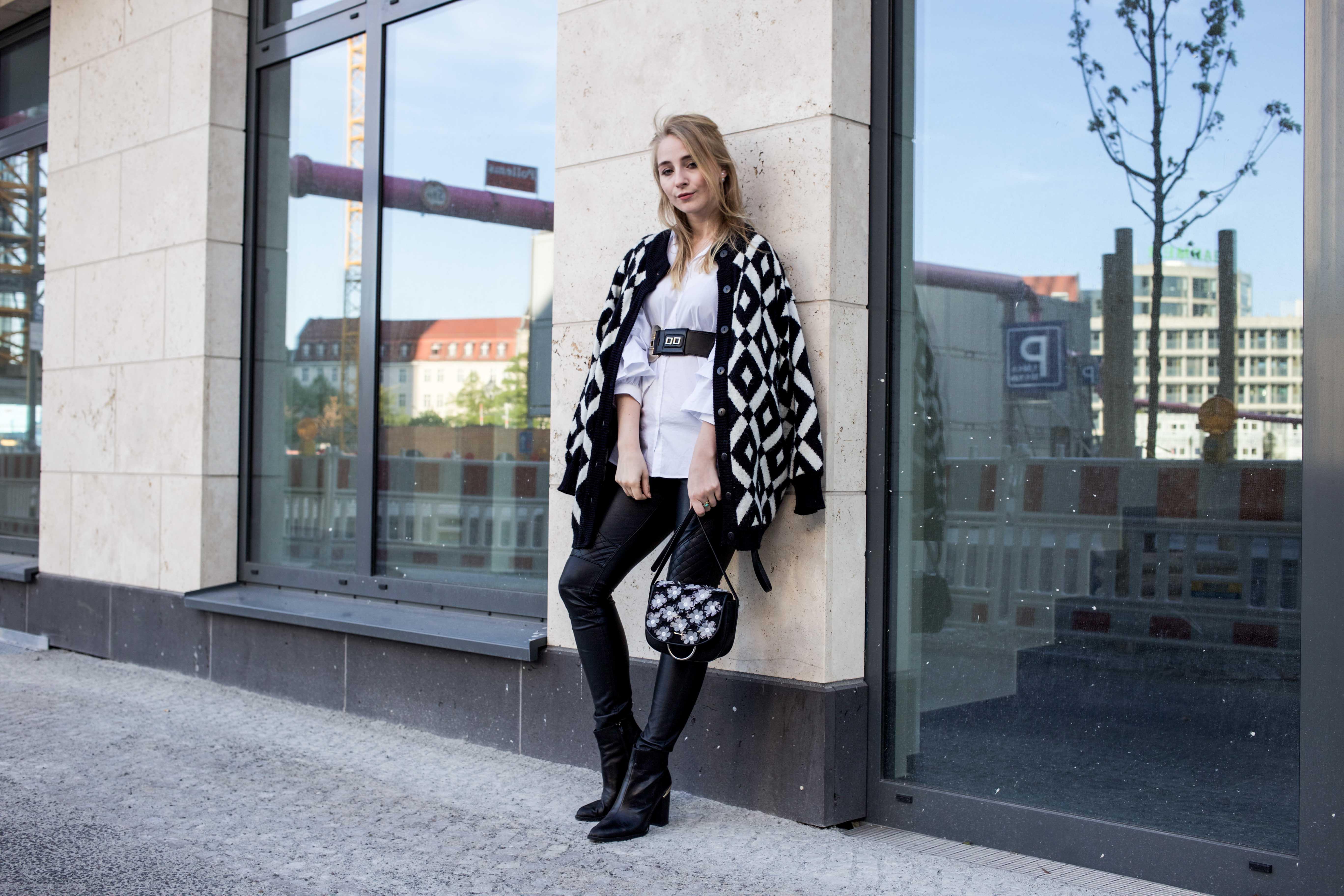 trendreport-weiße-bluse-trompetenärmel-fashionblog-ootd-modeblog-berlin_8803