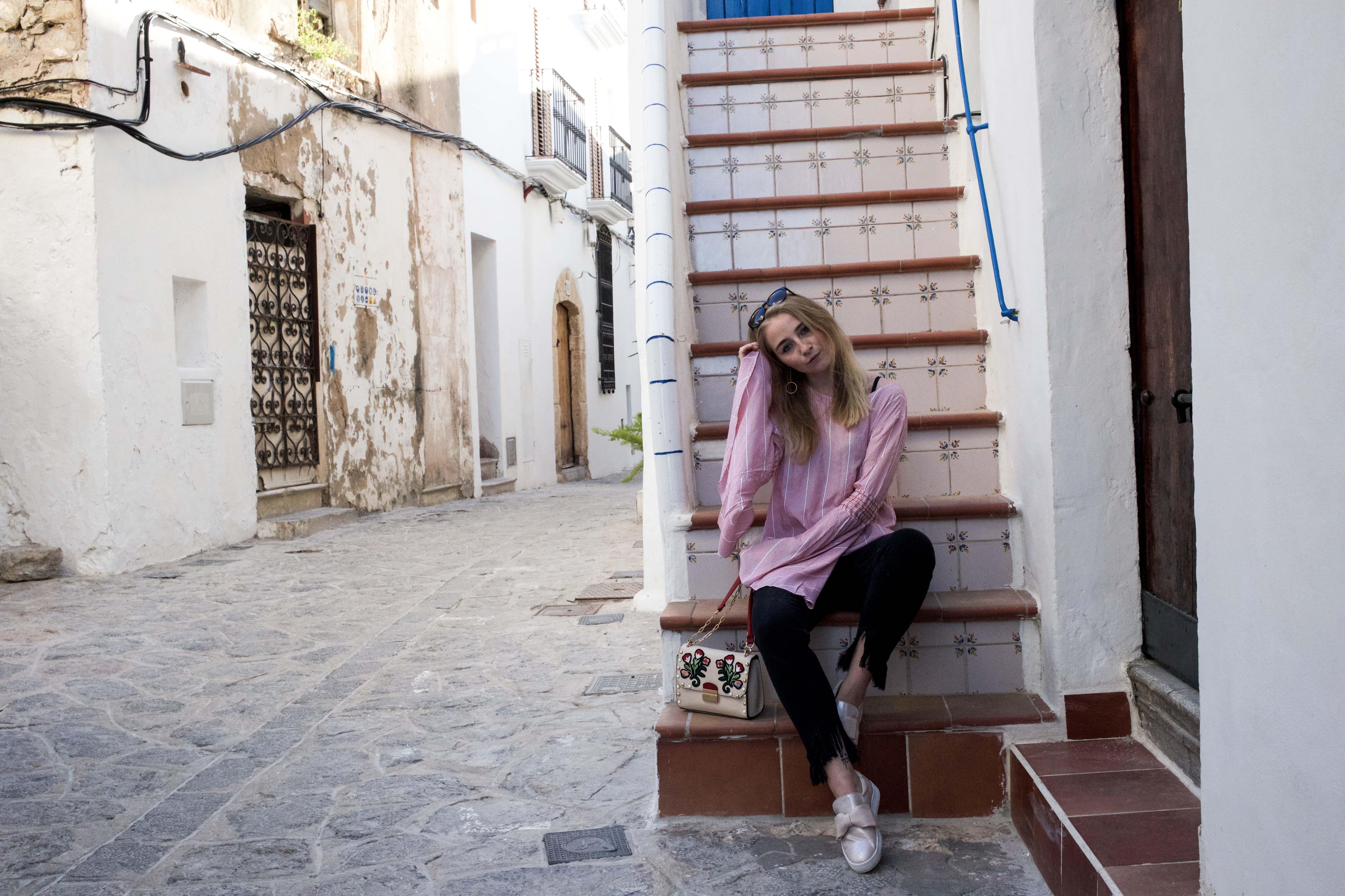 trompetenärmel-ibiza-outfit-summer-vibes-modeblogger-print-umhängetasche_9769