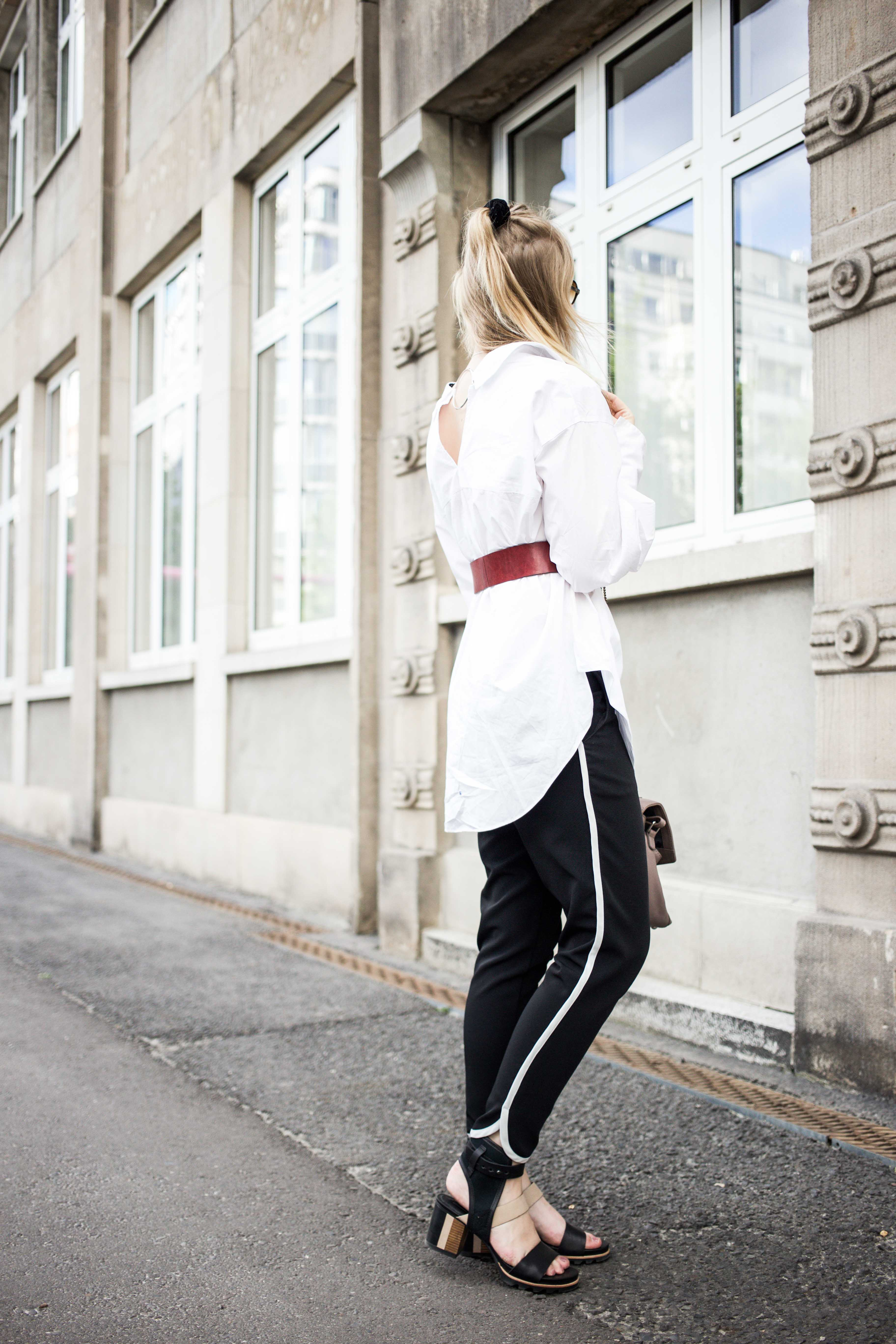 fashionweek-berlin-statement-gürtel-oversized-bluse-outfit-modeblog_6249