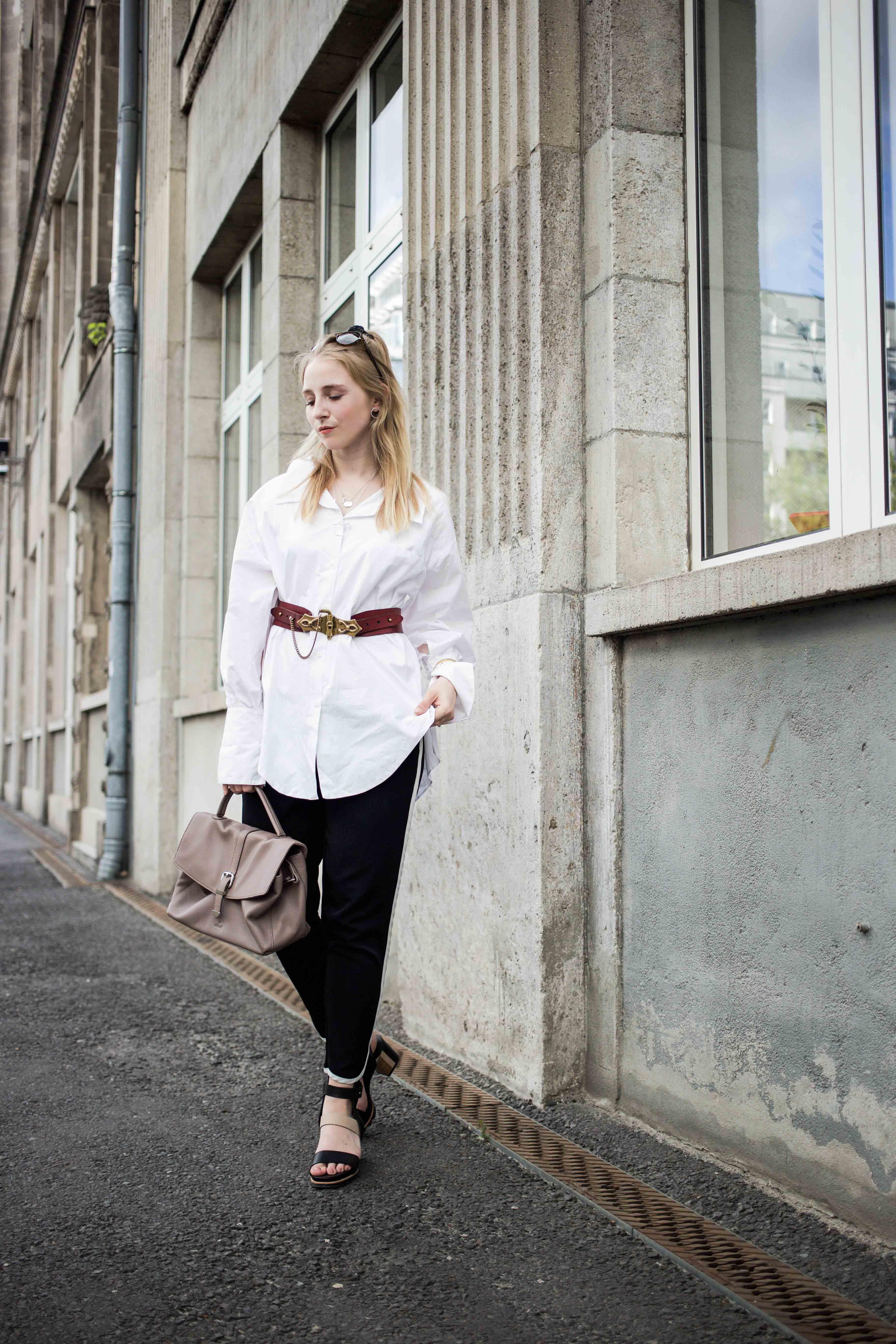 fashionweek-berlin-statement-gürtel-oversized-bluse-outfit-modeblog_6296