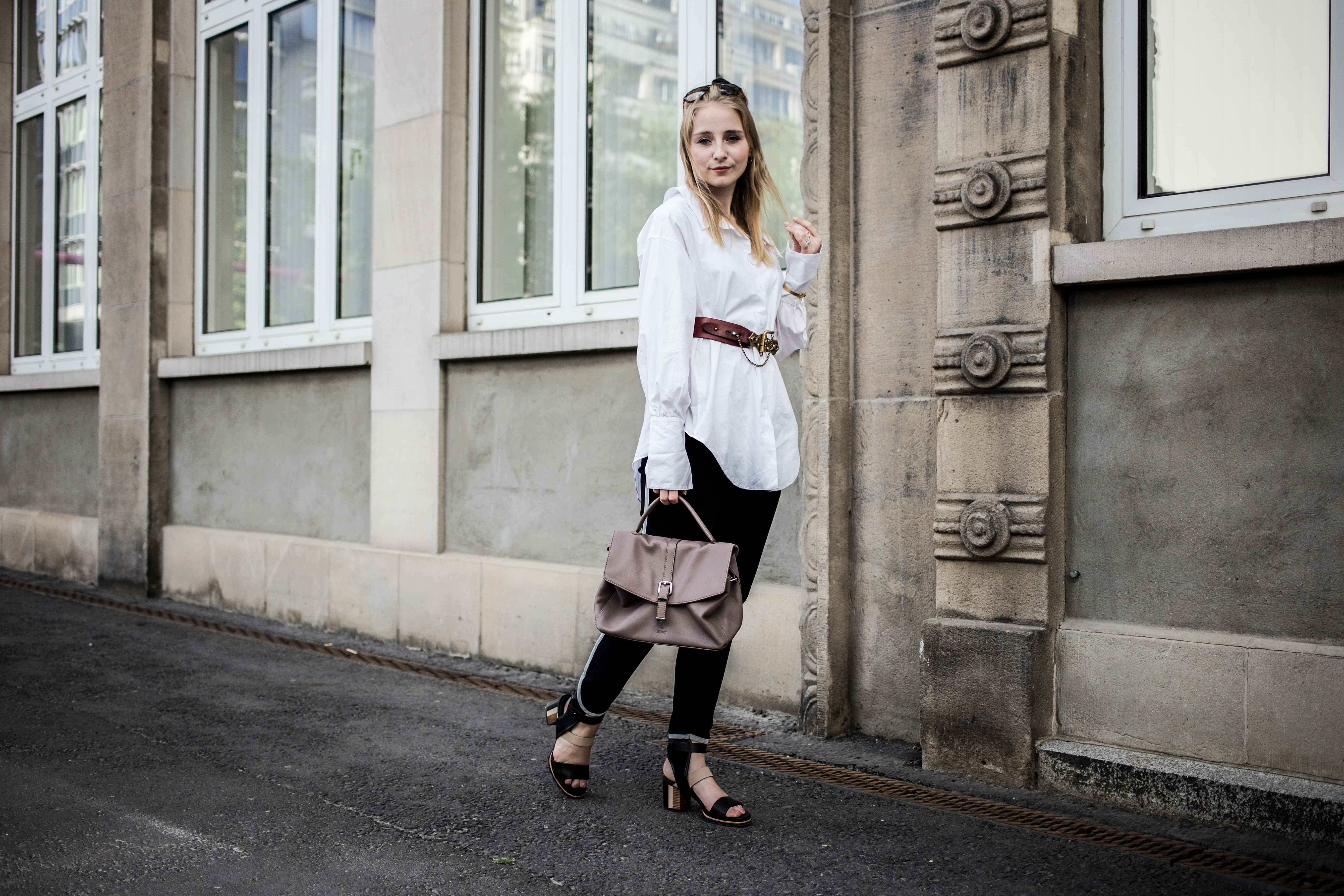 fashionweek-berlin-statement-gürtel-oversized-bluse-outfit-modeblog_6403