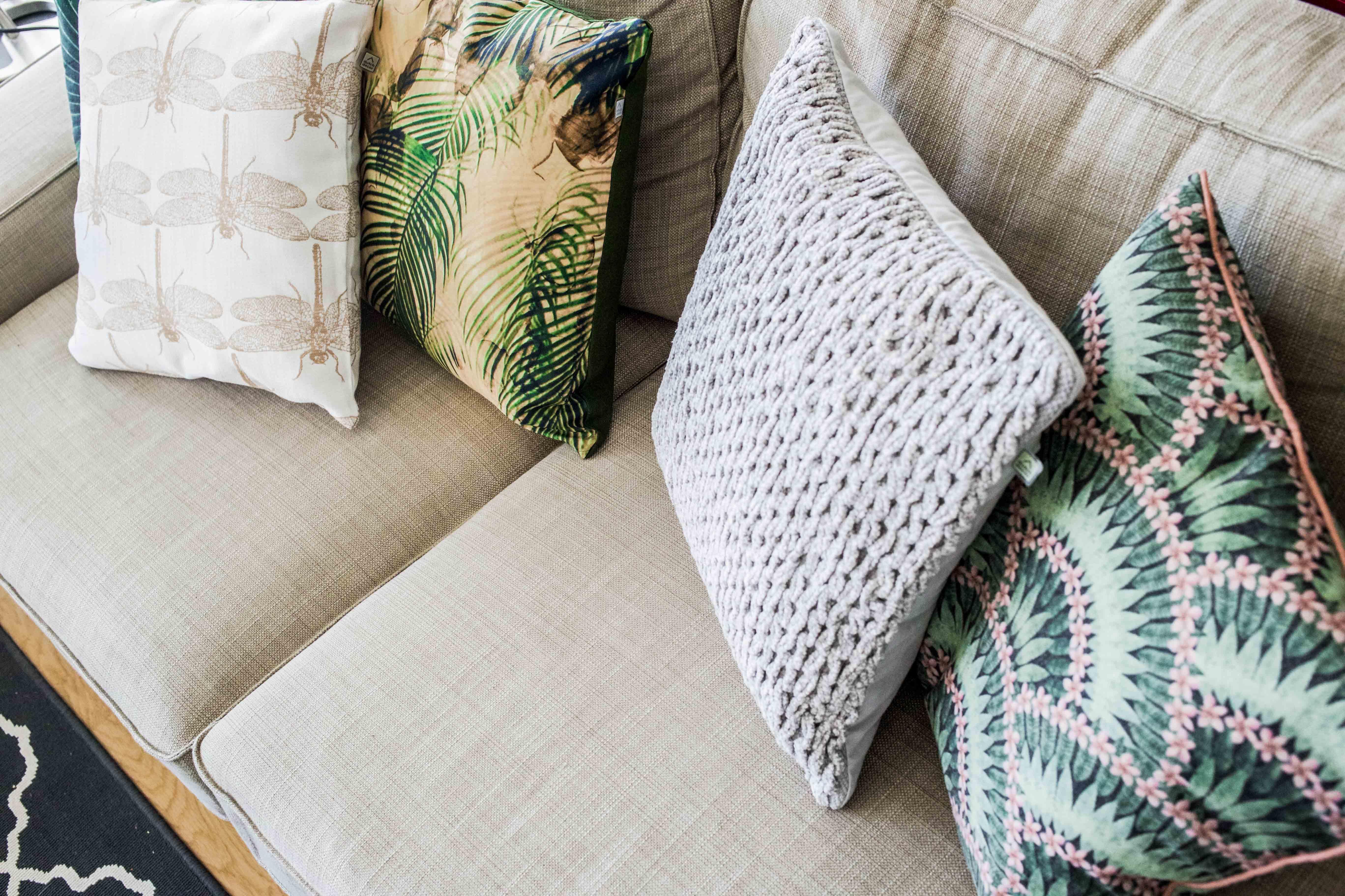 sofa-kissen-jungle-look-interior-inspiration-möbel-einrichtung_8296