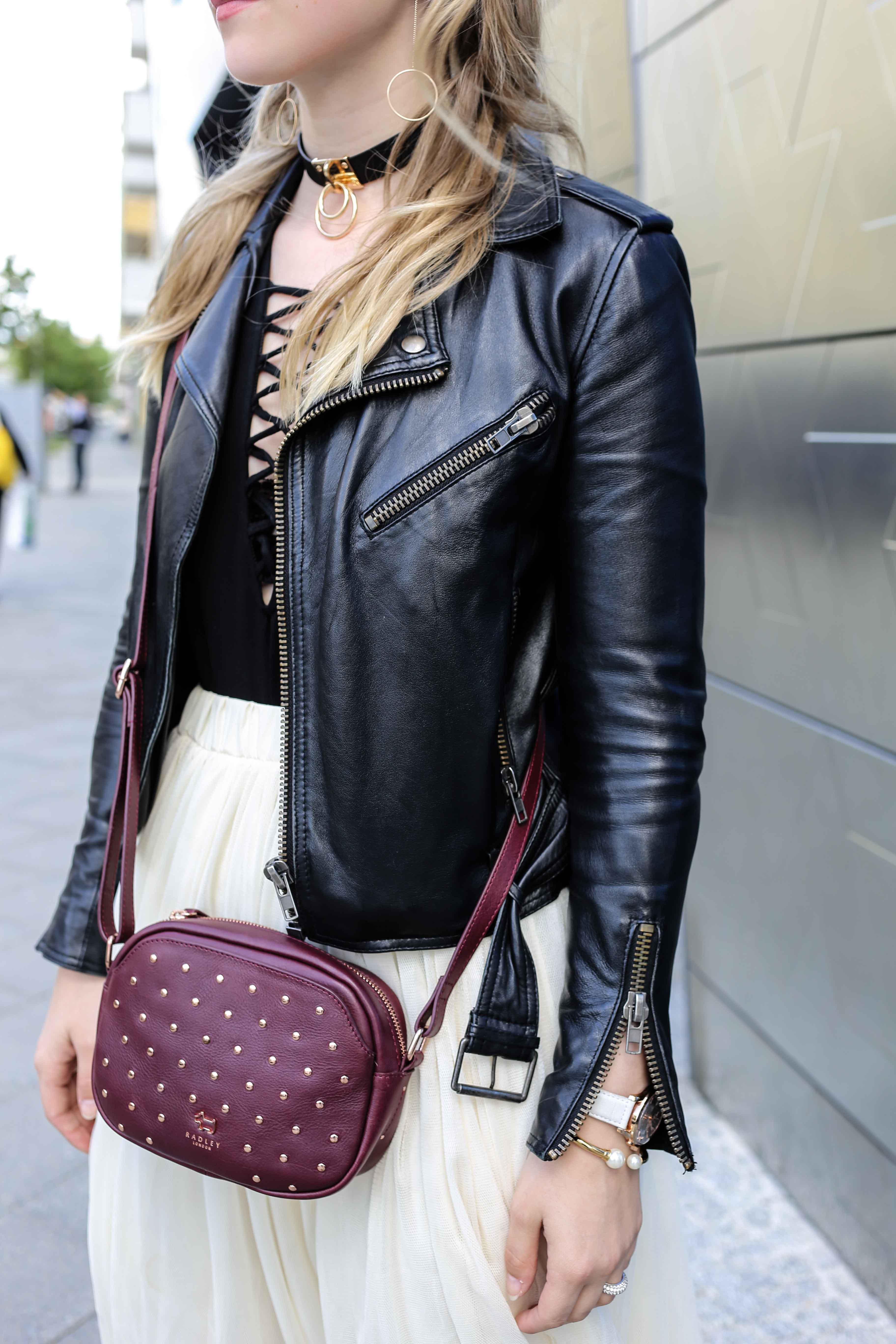 fashion-week-look-schnürbody-plisseerock-retro-sonnenbrille-fashionblog-modeblog-berlin-köln_8753