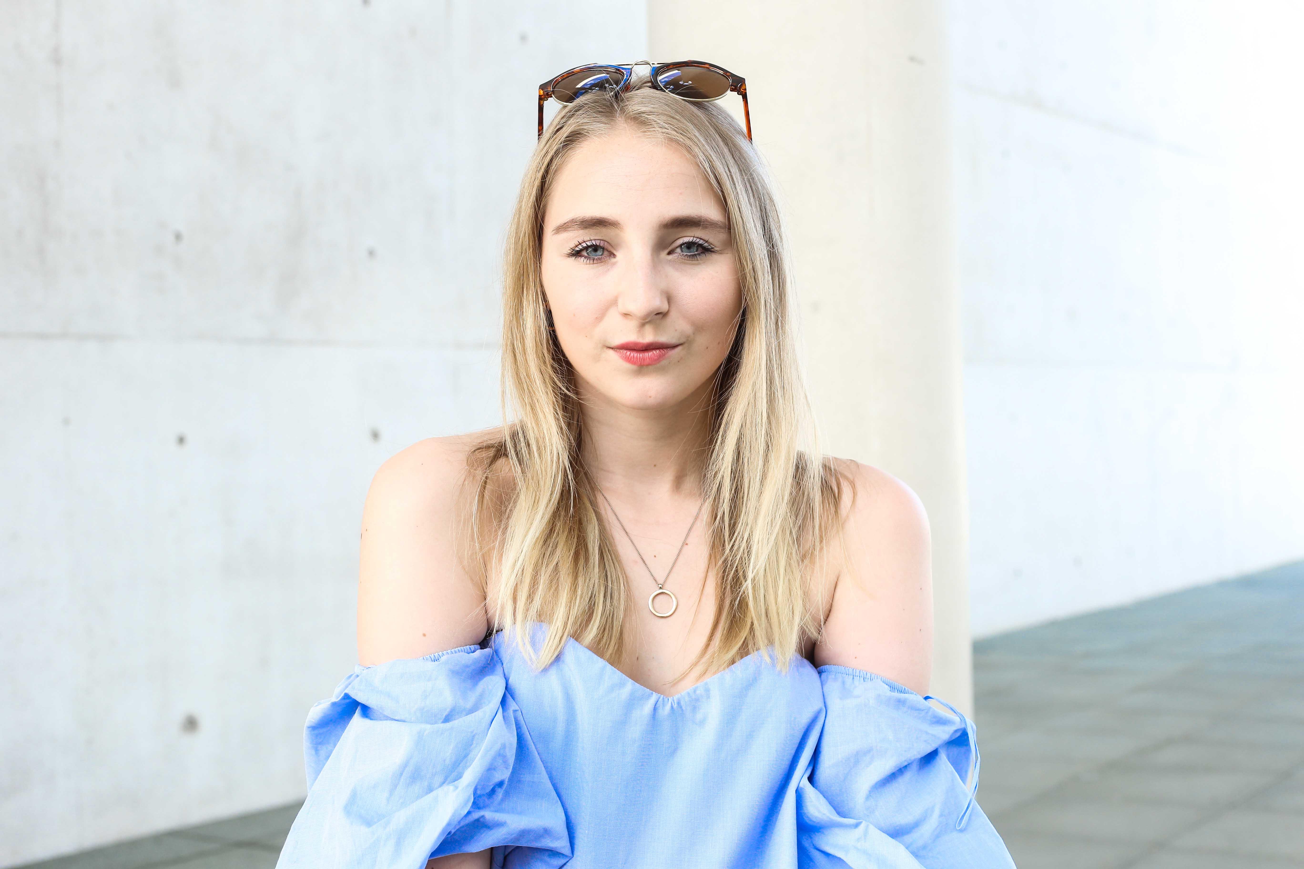 off-shoulder-fransenjeans-outfit-babouches-fashionblogger-modeblog-köln-berlin-modeblogger_7345