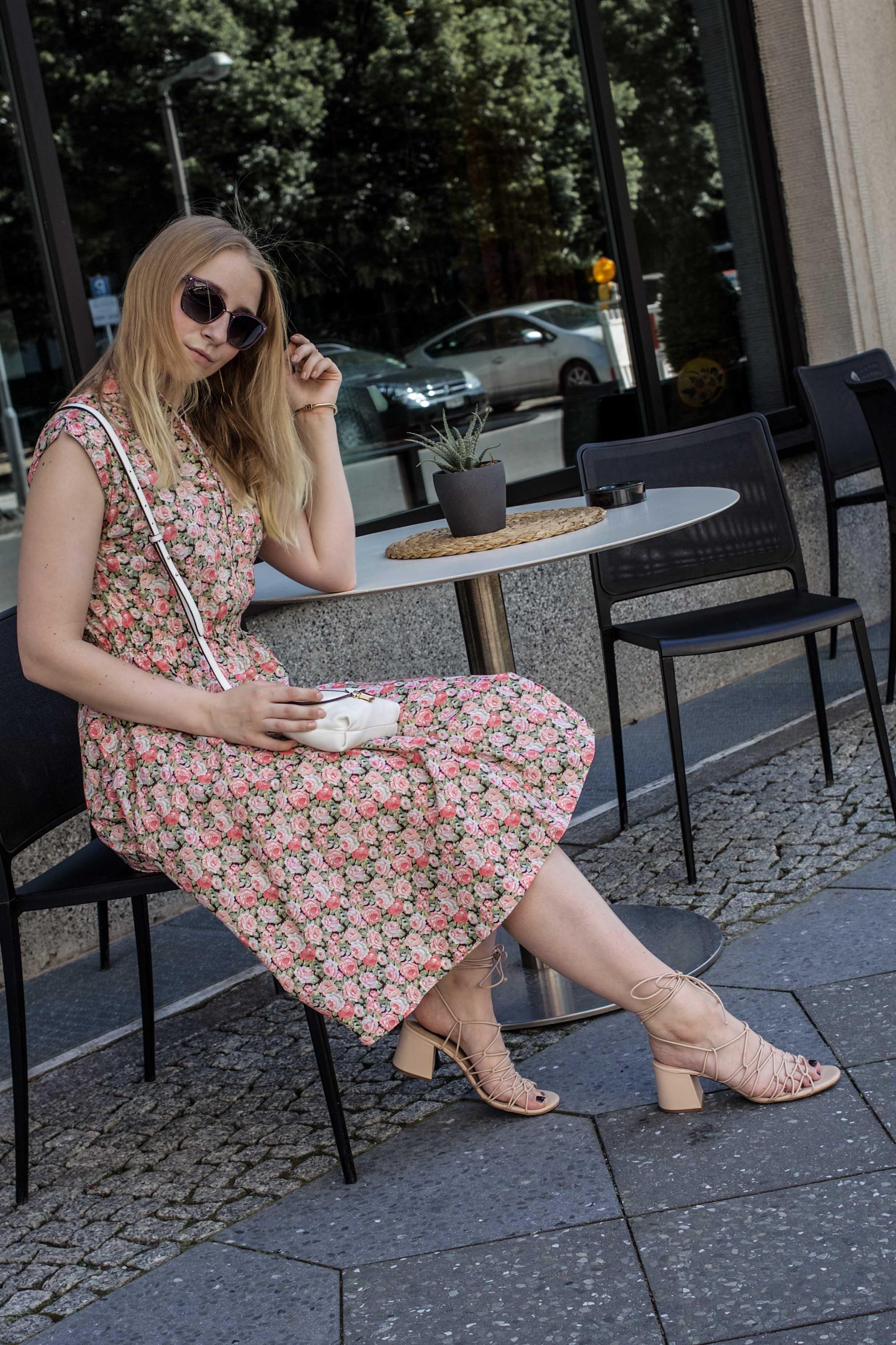80er-jahre-blumenkleid-paris-vintage-lover-second-hand-outfit-look-fashionblogger-modeblog_7680