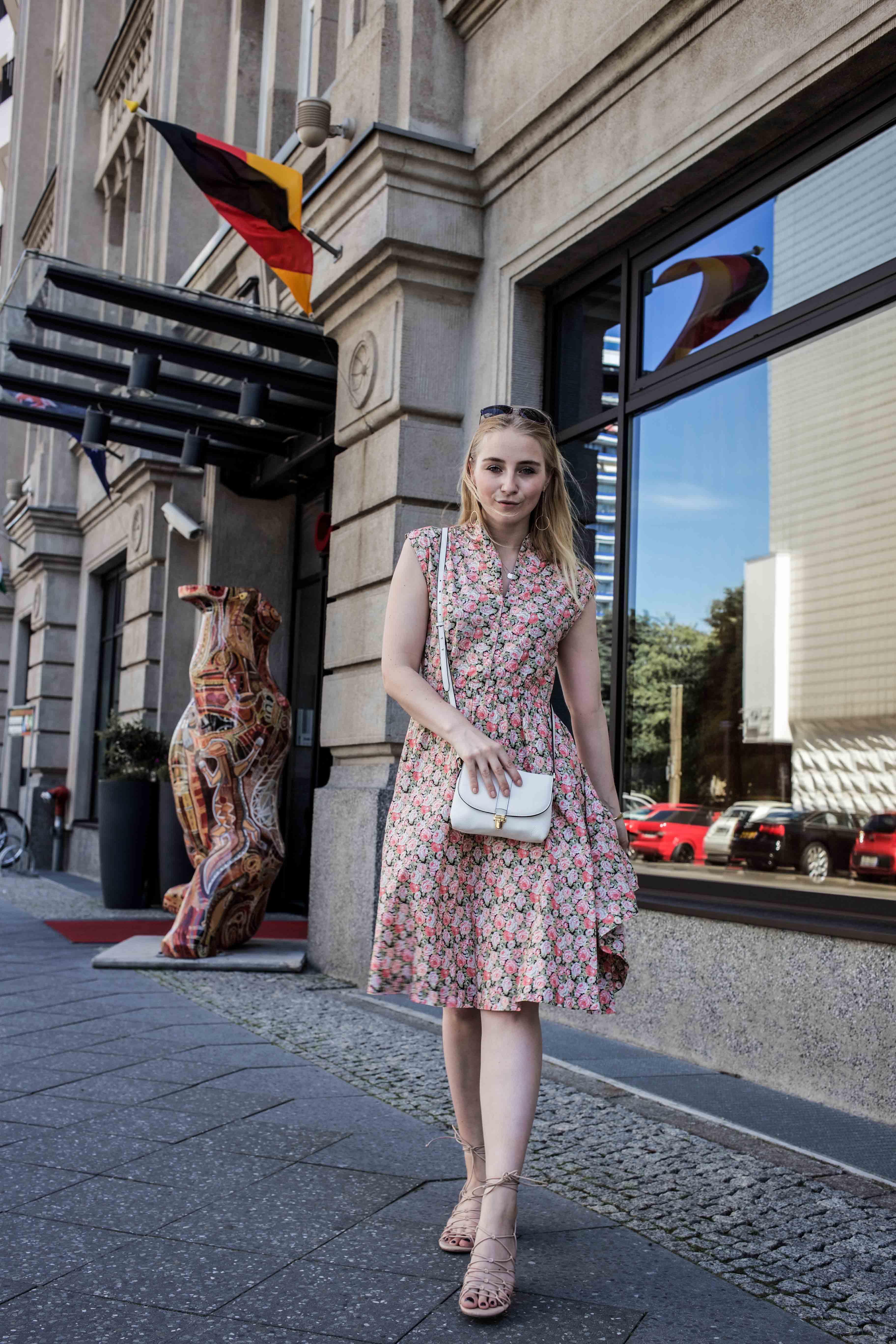 80er-jahre-blumenkleid-paris-vintage-lover-second-hand-outfit-look-fashionblogger-modeblog_7736