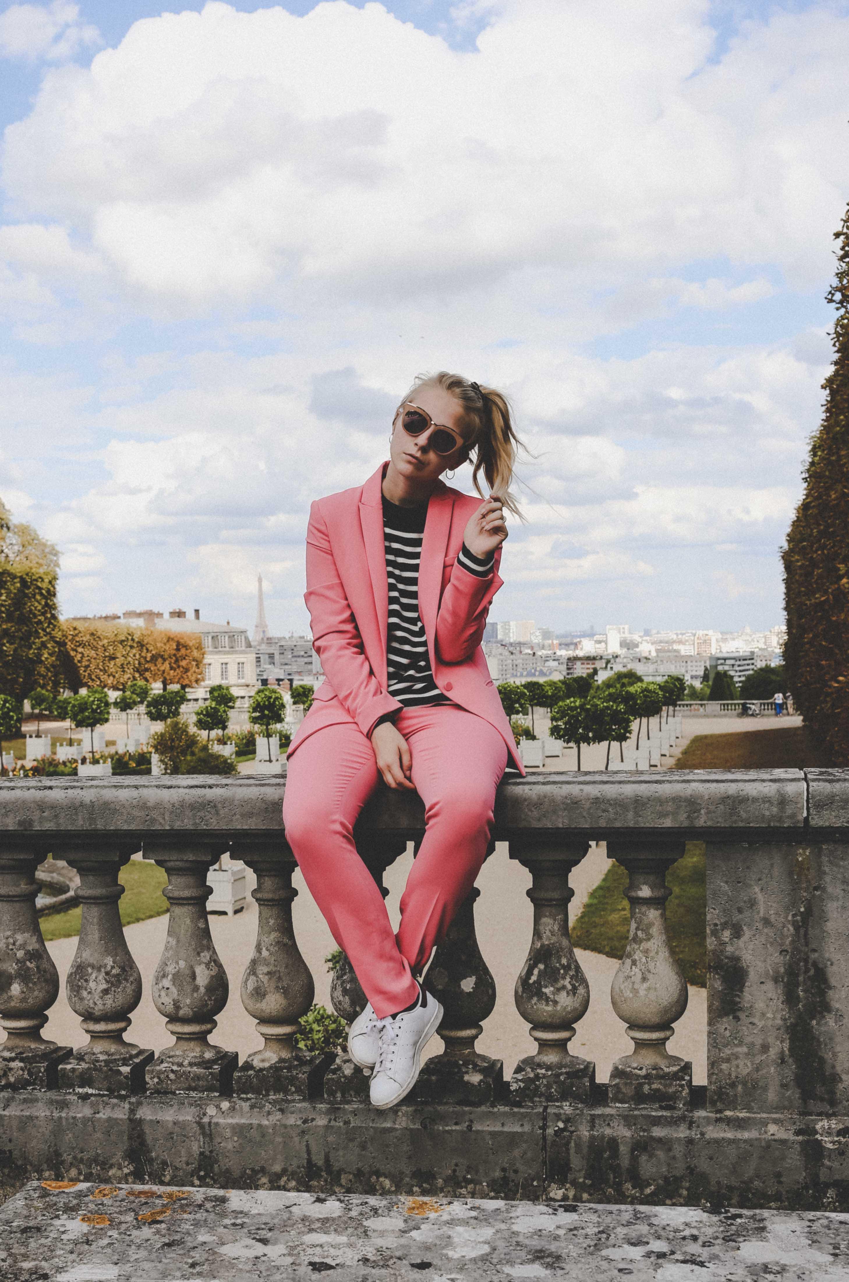 trendreport-pinker-hosenanzug-pink-suit-how-to-paris-fashionblog-modeblog-outfit_1827