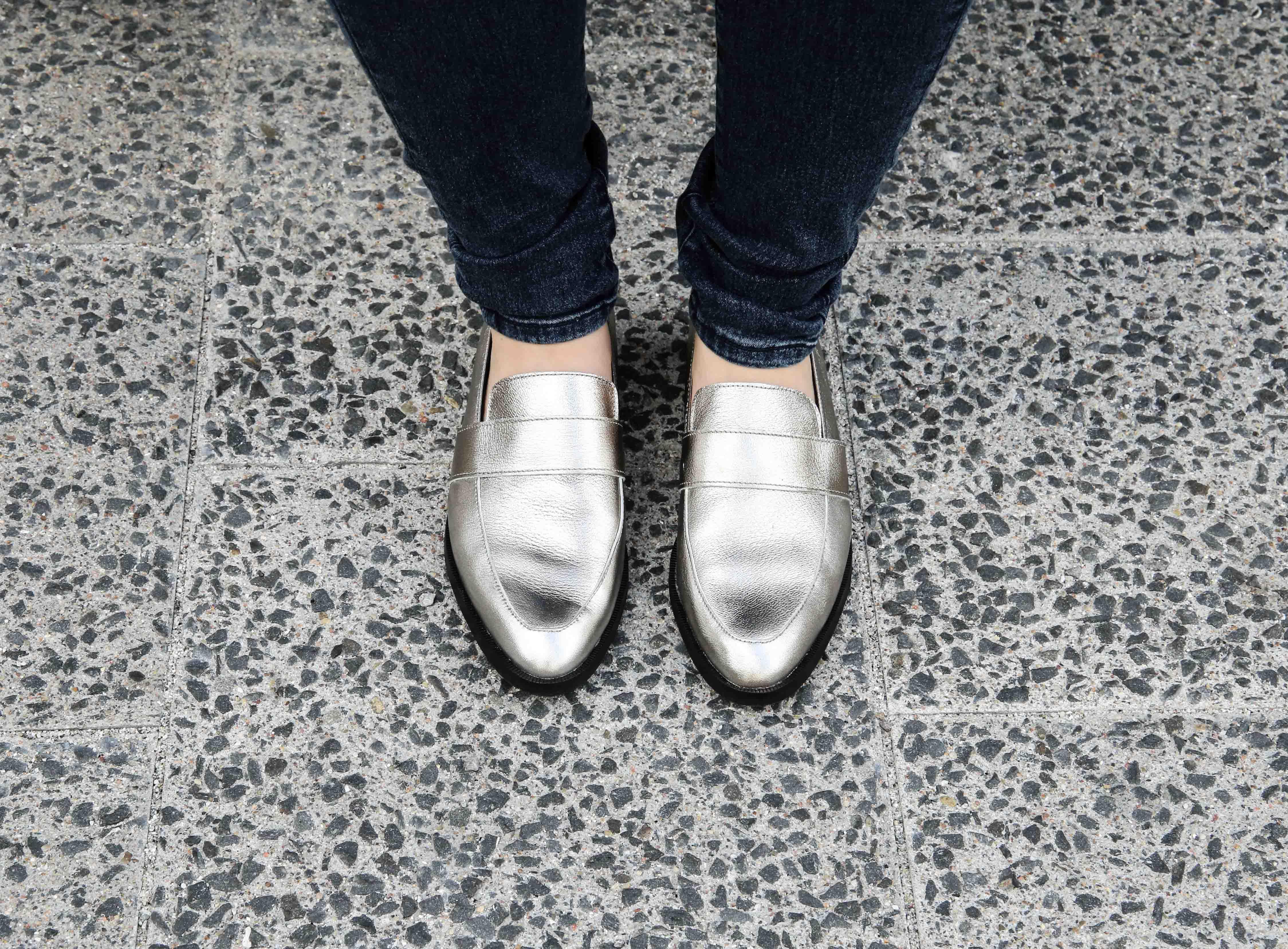 blue-ridge-metallic-slipper-blaue-skinny-jeans-modeblog-fashionblog-outfit-offshoulder-shirt_9961