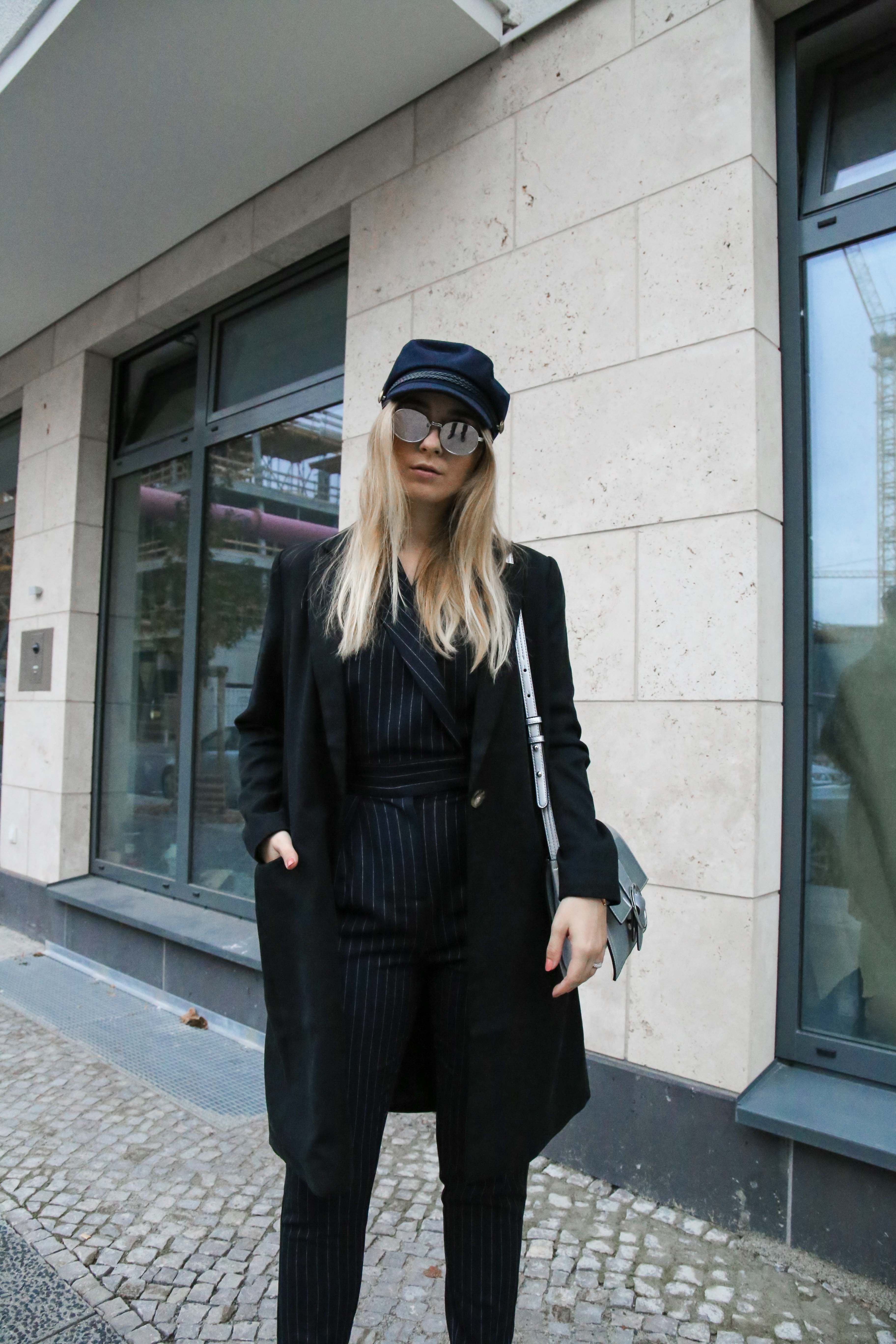 baskenmütze-overall-silber-umhängetasche-jumpsuit-outfit-blogger-berlin_1865