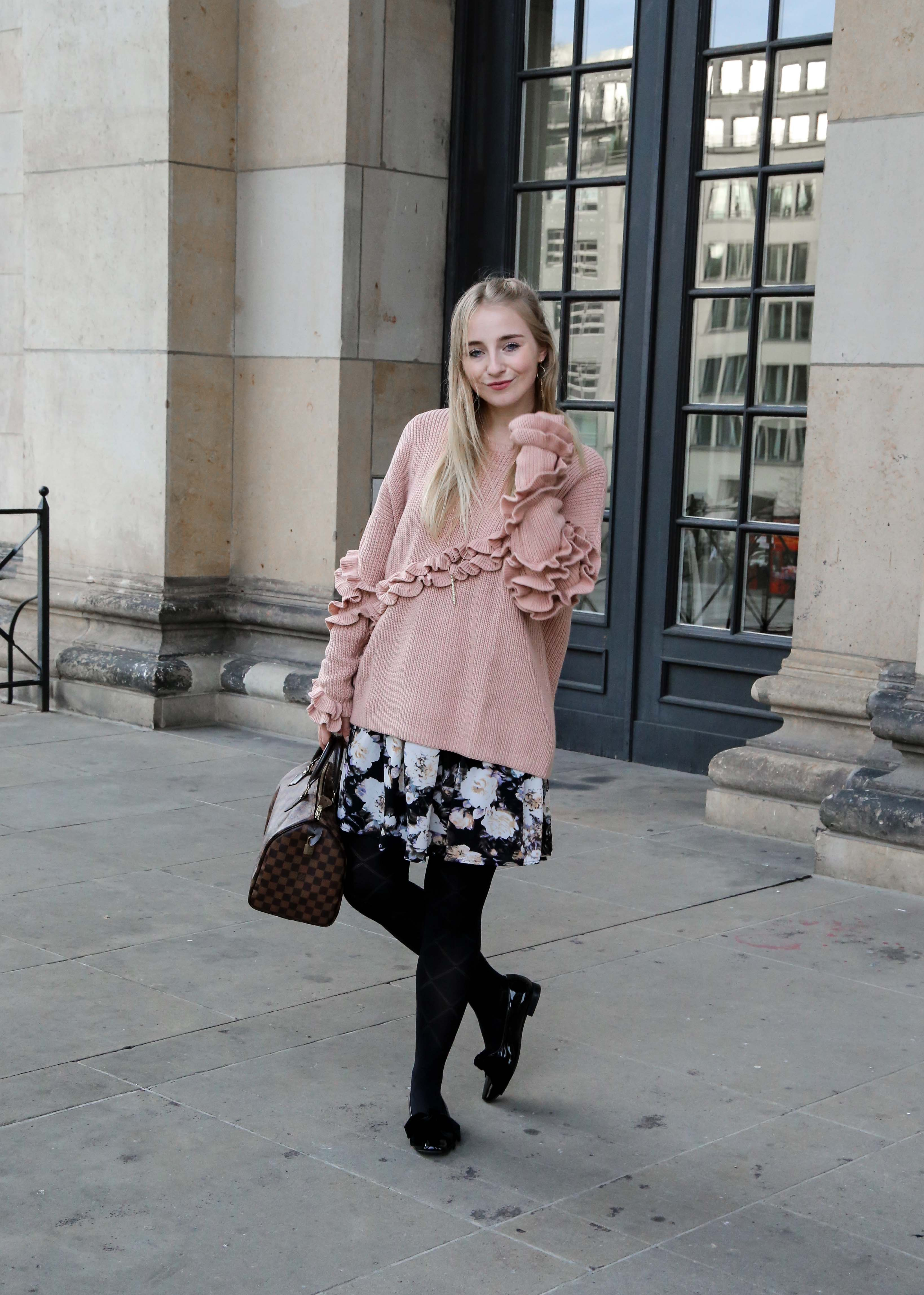 rosa-rüschen-pullover-blumenkleid-schleifen-lack-ballerina-berlin-fashionblog-modeblog-blogger-berlin