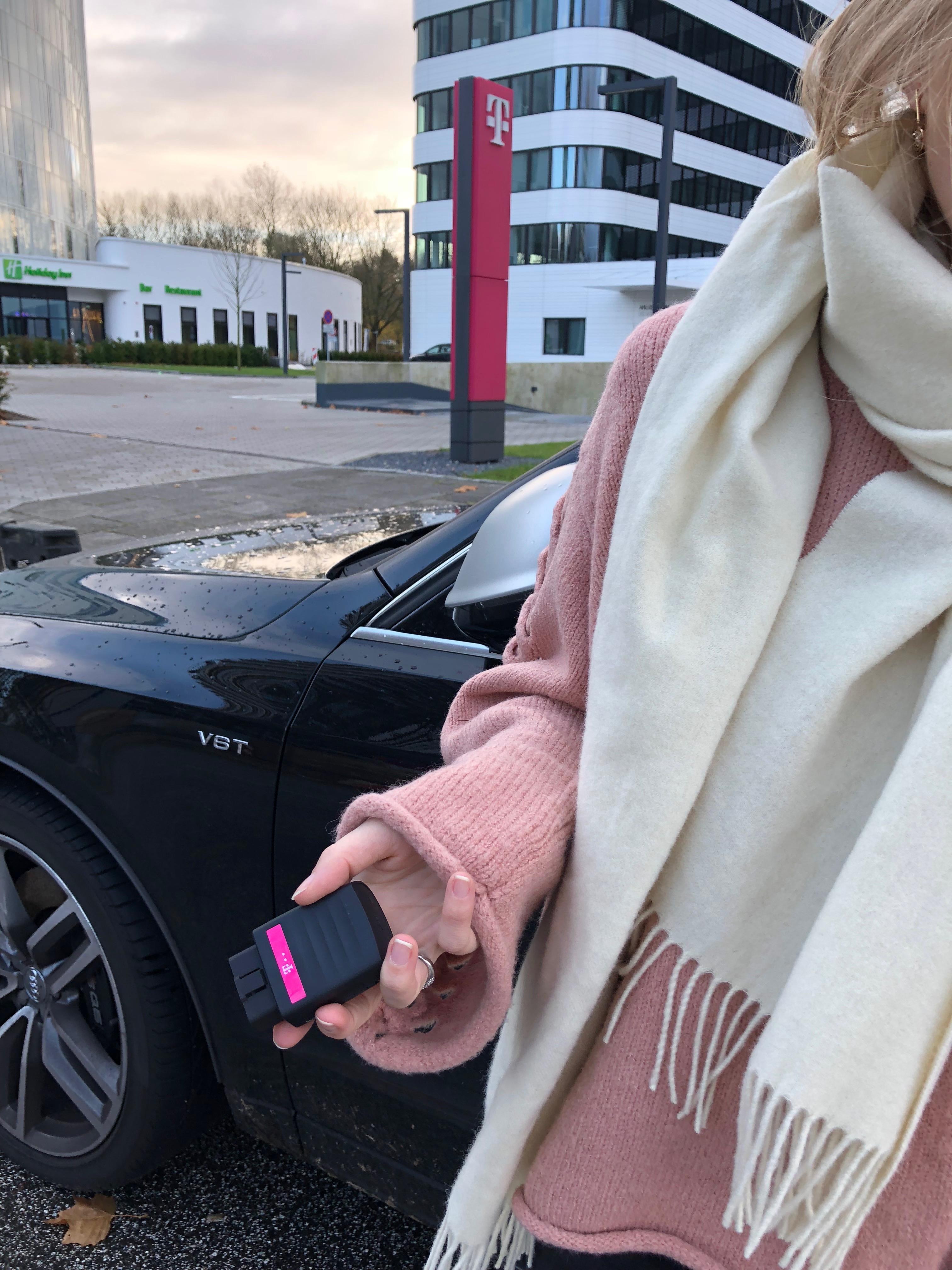telekom-carconnect-erfahrung-device-internet-unterwegs-auto-sicherheit-adapter