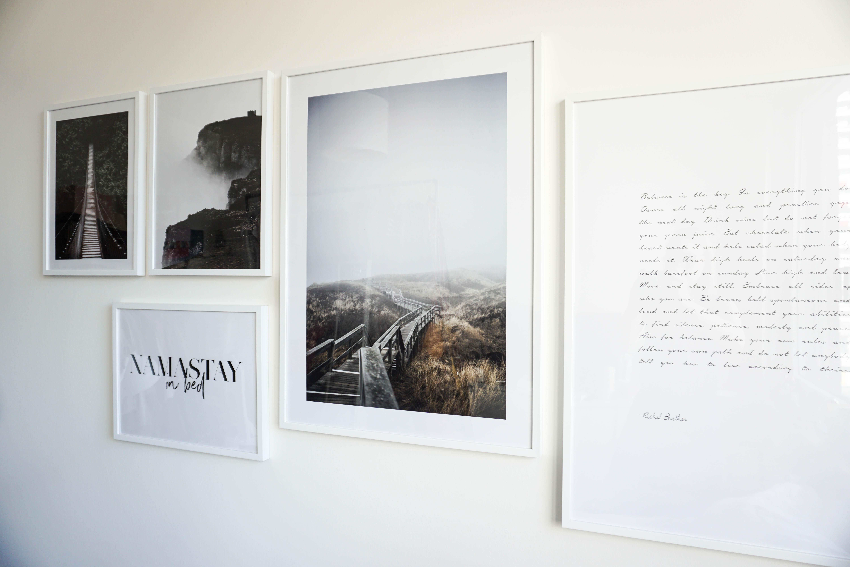 bilderwand-gestalten-fotowand-ideen-inspiration-diy-schlafzimmer-interior-wohnen-blog