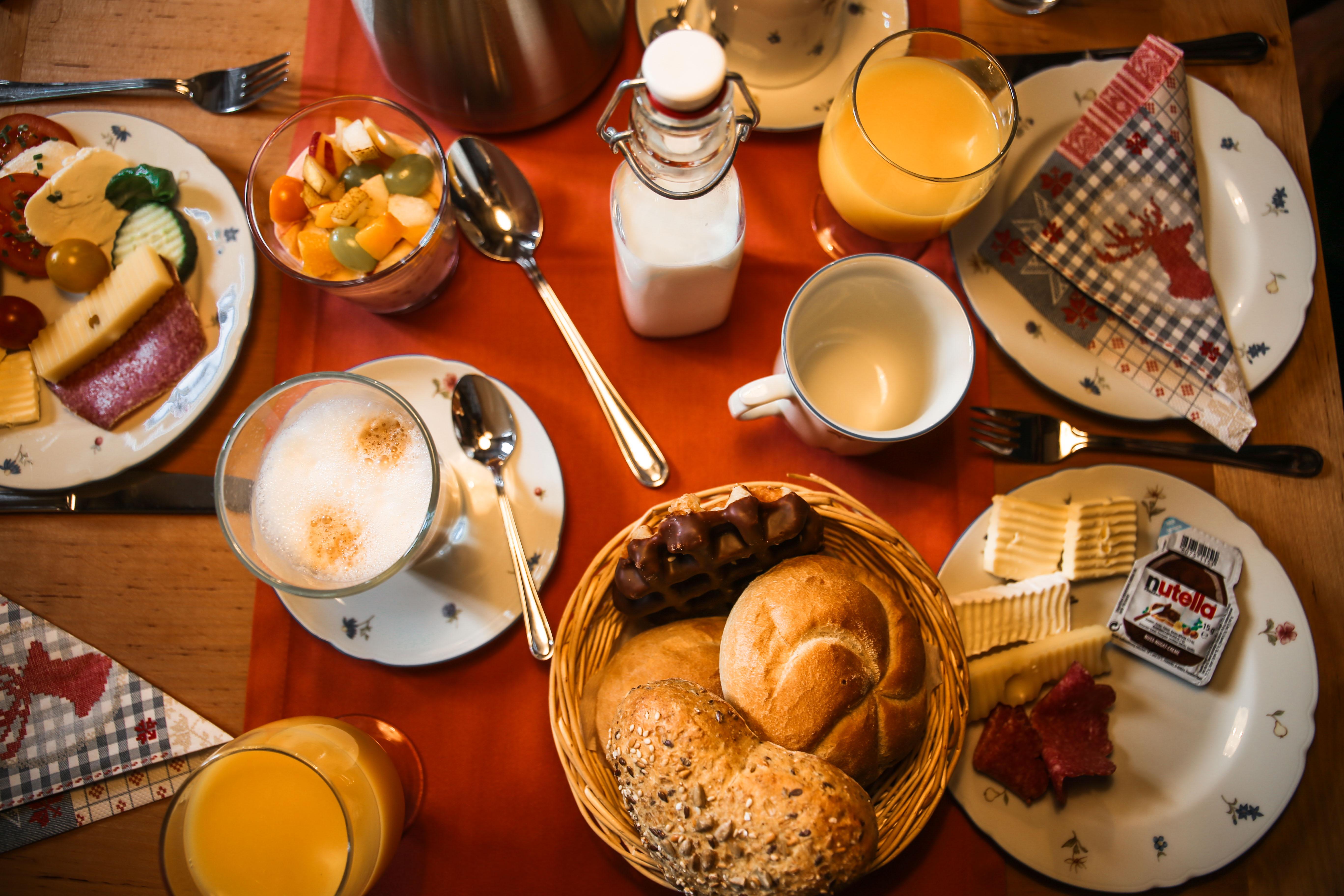 Baumhaushotel-frühstück-baumhaus