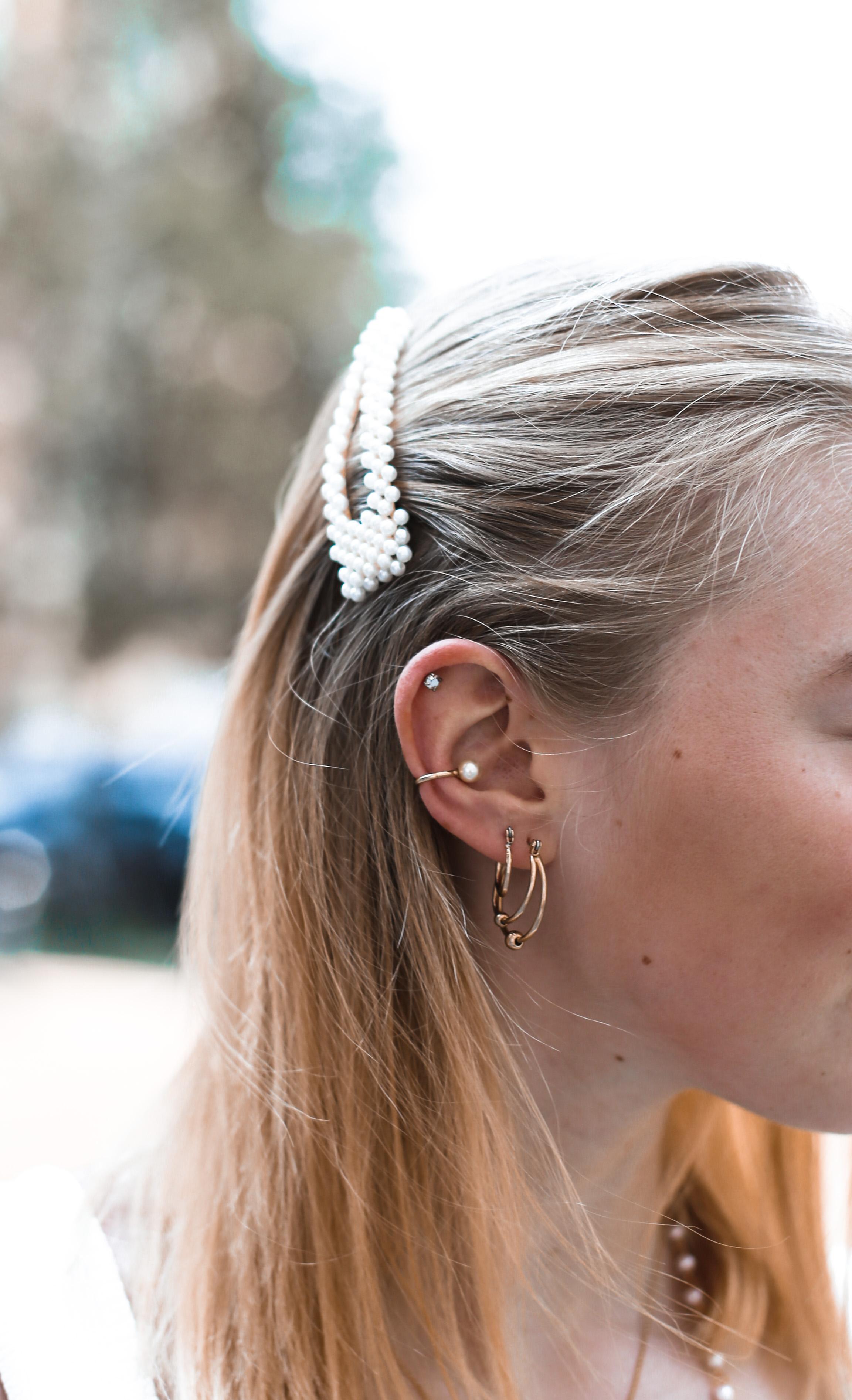 paperbag-hose-outfit-haarspange-mit-perlen