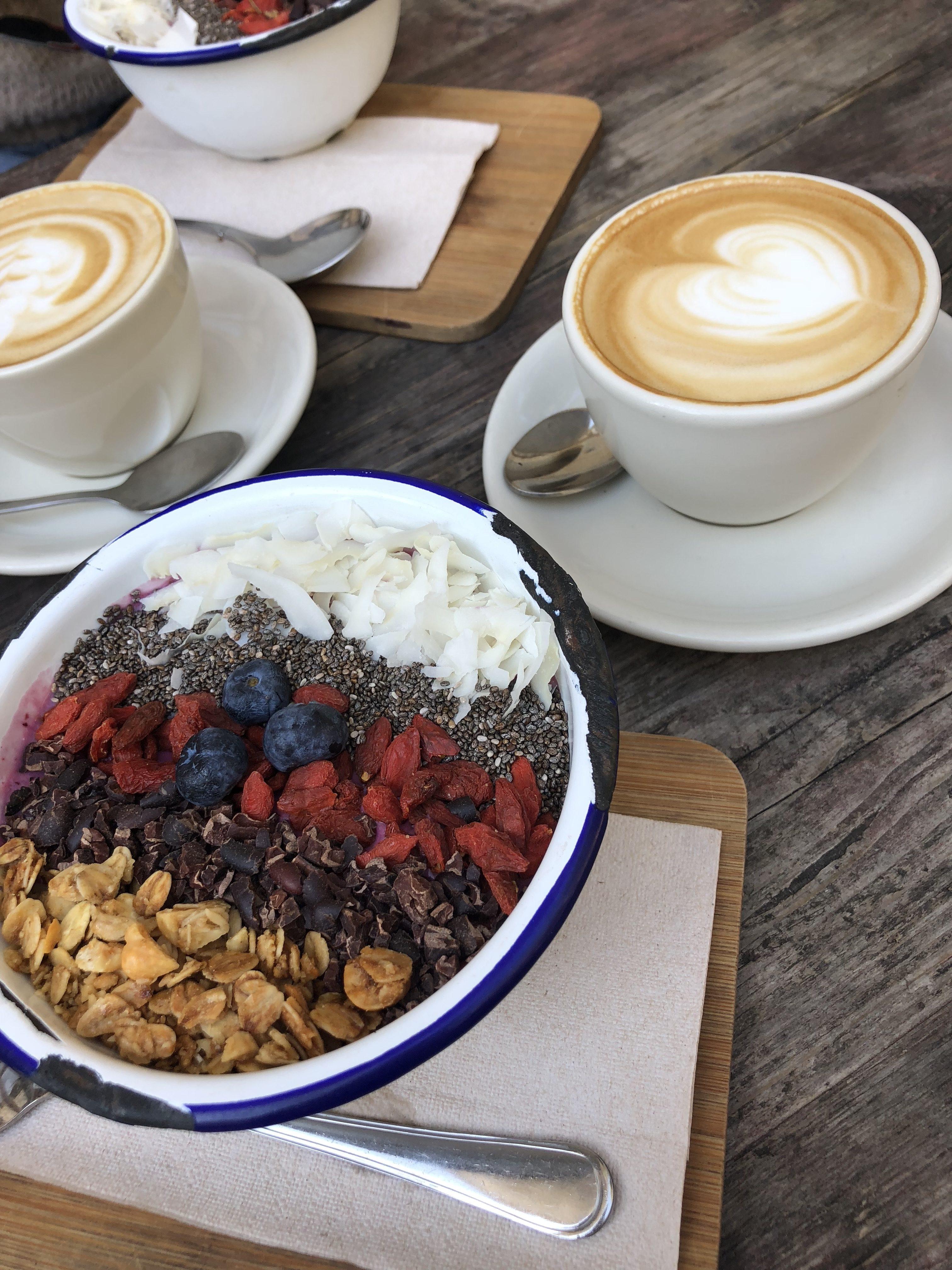 distrikt coffee berlin acai bowl